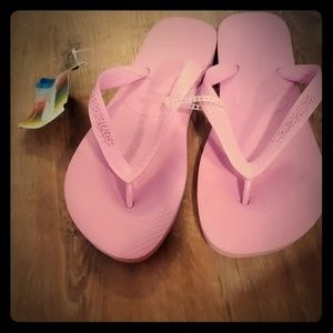 Pink never worn sandles new with tag